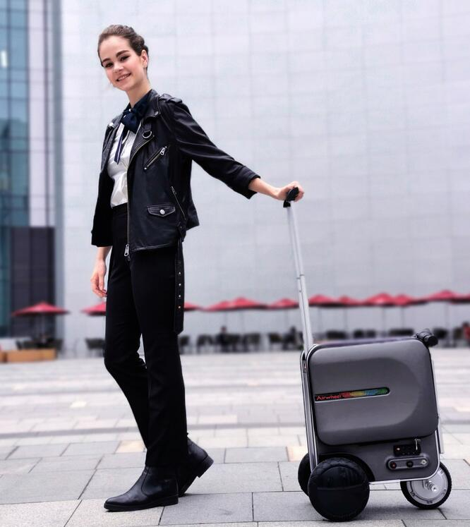 Airwheel SE3 robotics suitcase is a good choice for your next weekend travel.