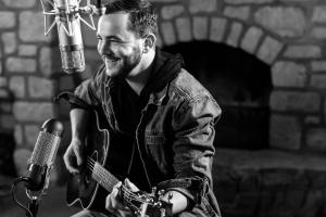 Americana Roots Singer-Songwriter Starts New Chapter With Single Release \\\