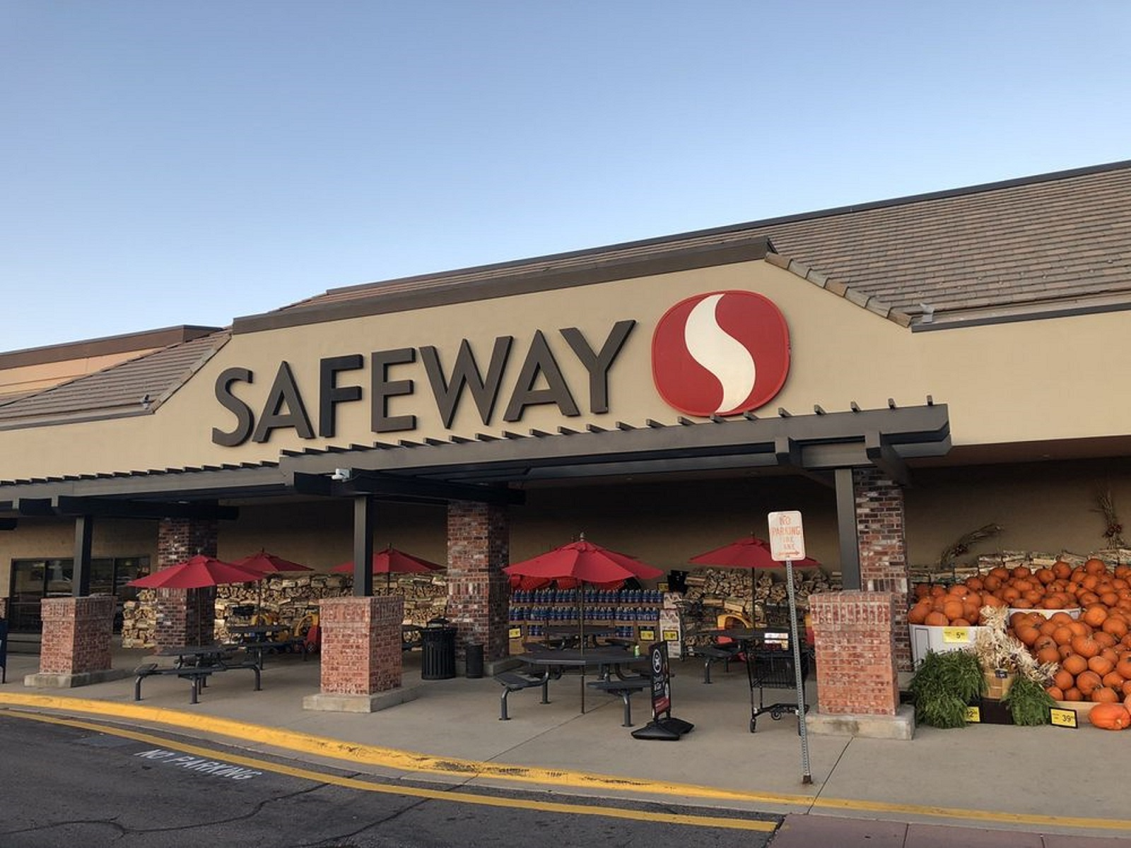 The Boulder Group Arranges Sale of a $14.7 Million Net Lease Safeway Grocery Property