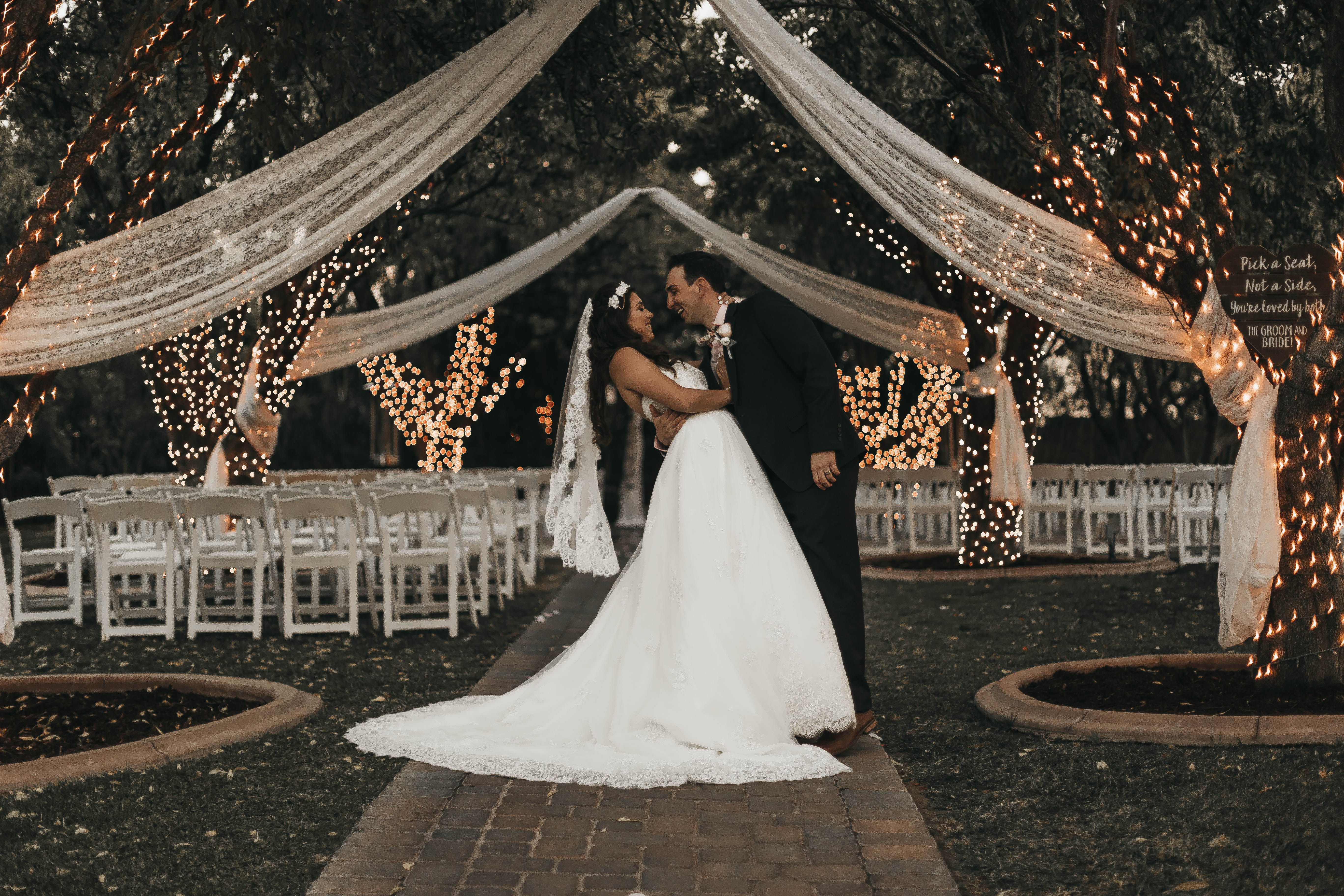 St. Louis Venues Combine St. Louis Catering with St. Louis Wedding Planners to Add Honey Moon Get Away