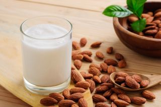 Here\'s Why 2020 Could Be Another Big Year for Almond Drinks Market | Califia Farms, WhiteWave Foods, Hiland Dairy Foods