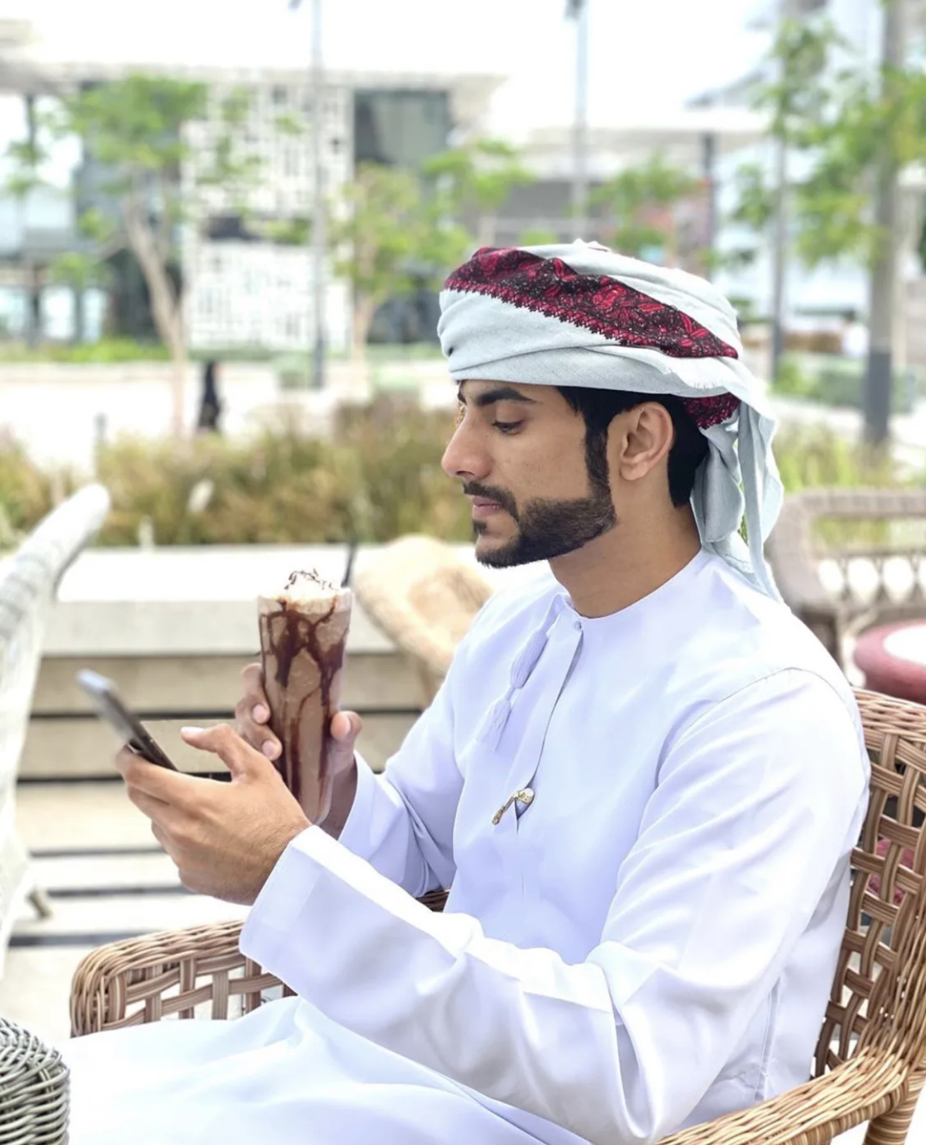 Dr. Salim Rashid Al Qamshoui Trends as the Popular Omani Doctor on Instagram