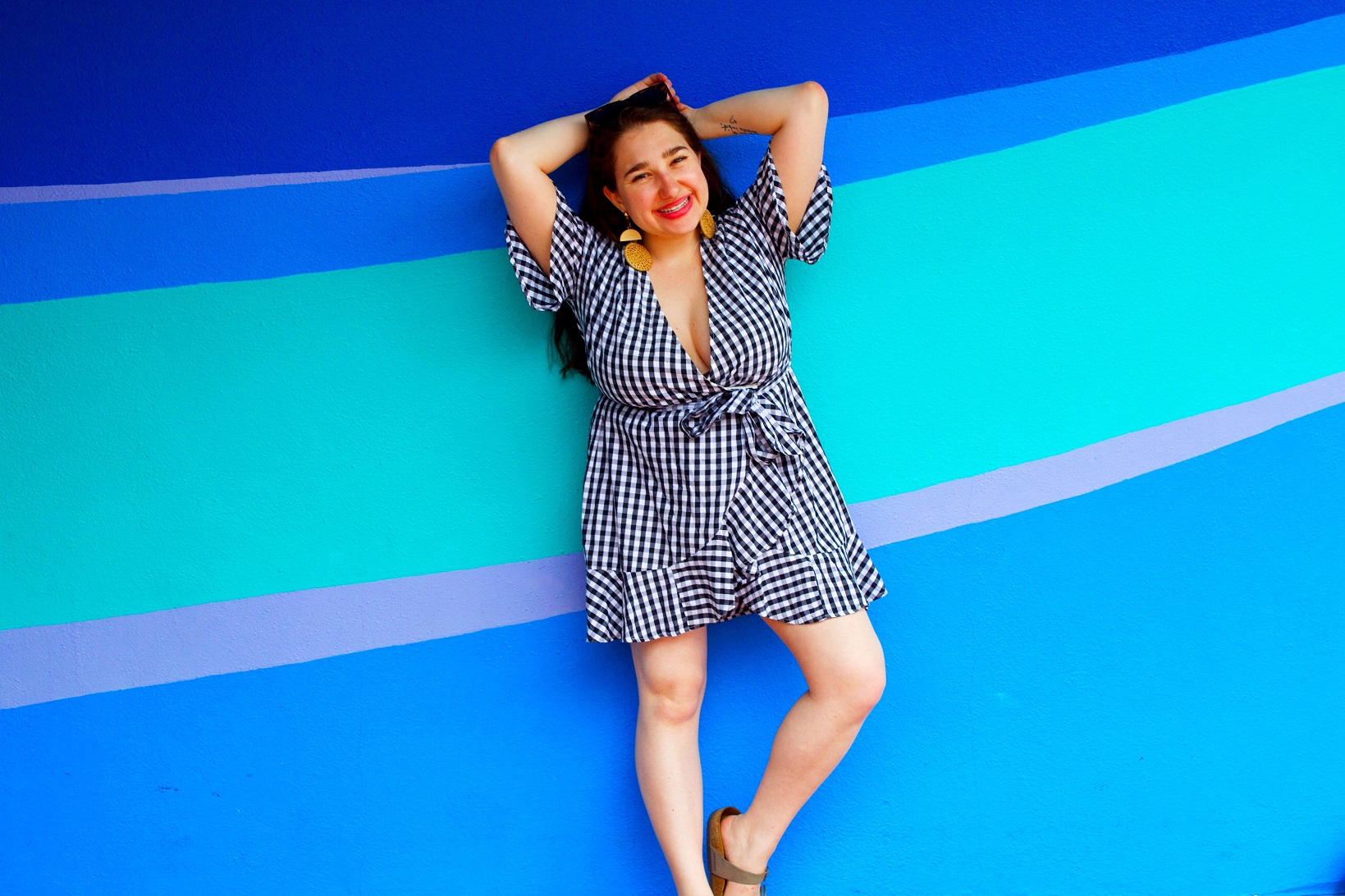 Pretty walls and pineapples. Really, that's exactly what @pineapplesandprettywalls is