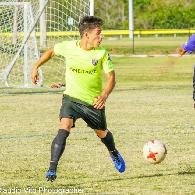 MLS clubs looking to Venezuela's Hugo Acosta for breakout