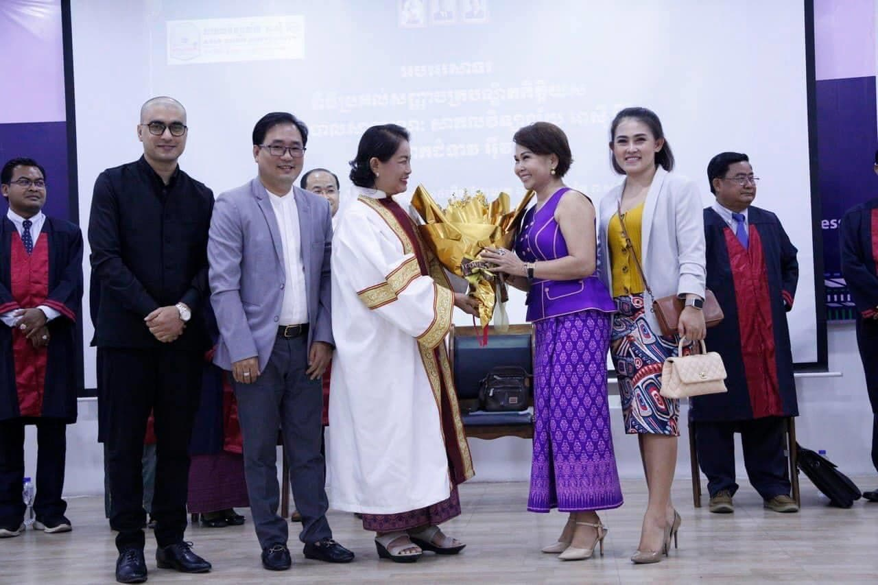 Asia\'s Woman of the Year Receives Honorary Doctorate in Public Administration