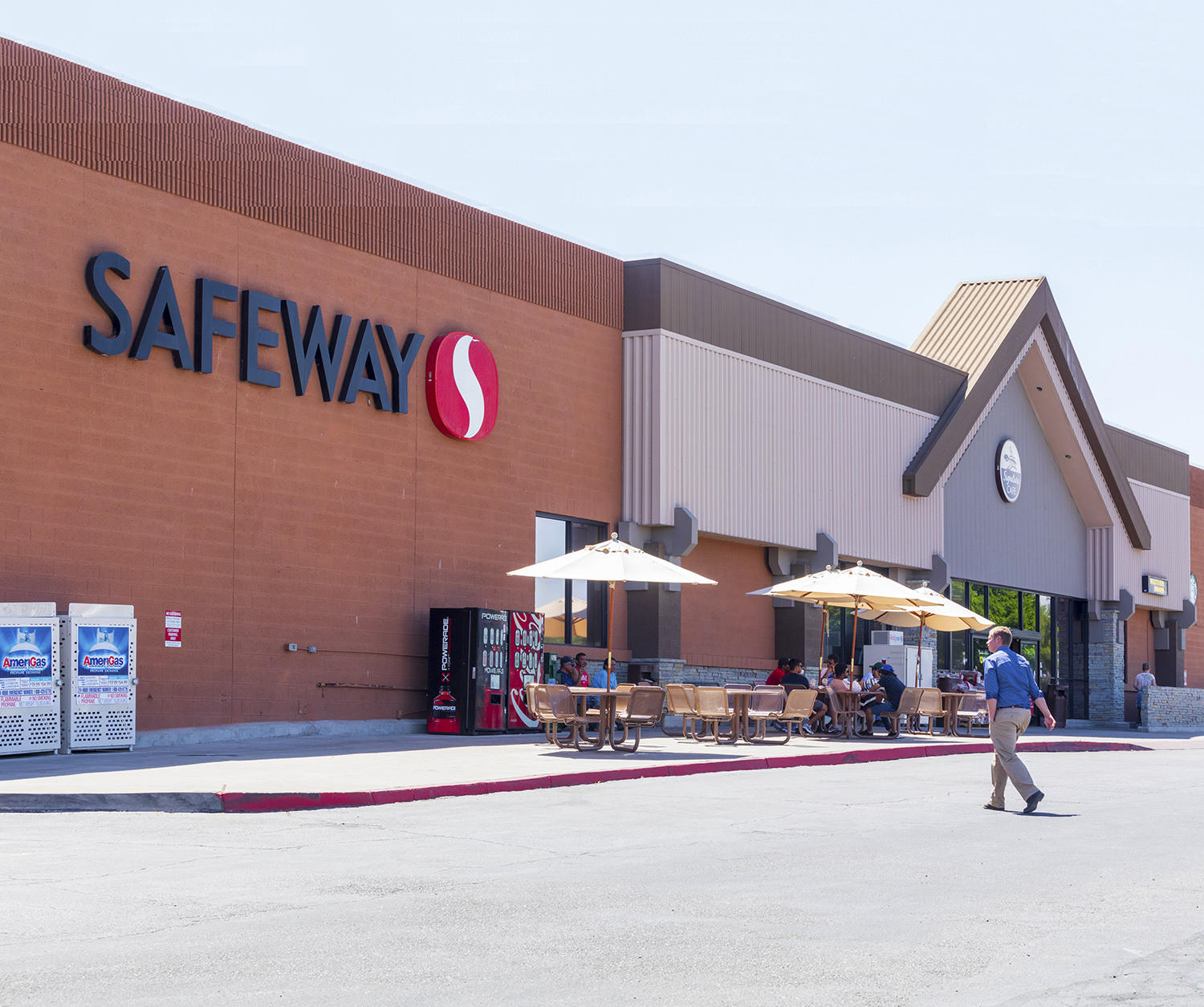 Hanley Investment Group Represents Phillips Edison in Sale of Grocery-Anchored Shopping Center at Lake Powell