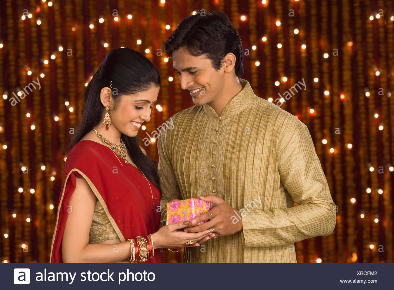 FlowerAura Brings Trending Karwa Chauth Gifts for Wife for 2020