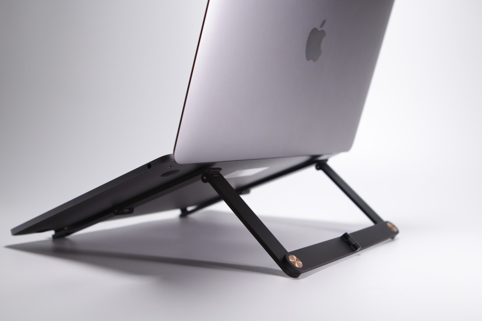 Mantiz, the World Smallest Laptop Stand Is Changing the Way People Work