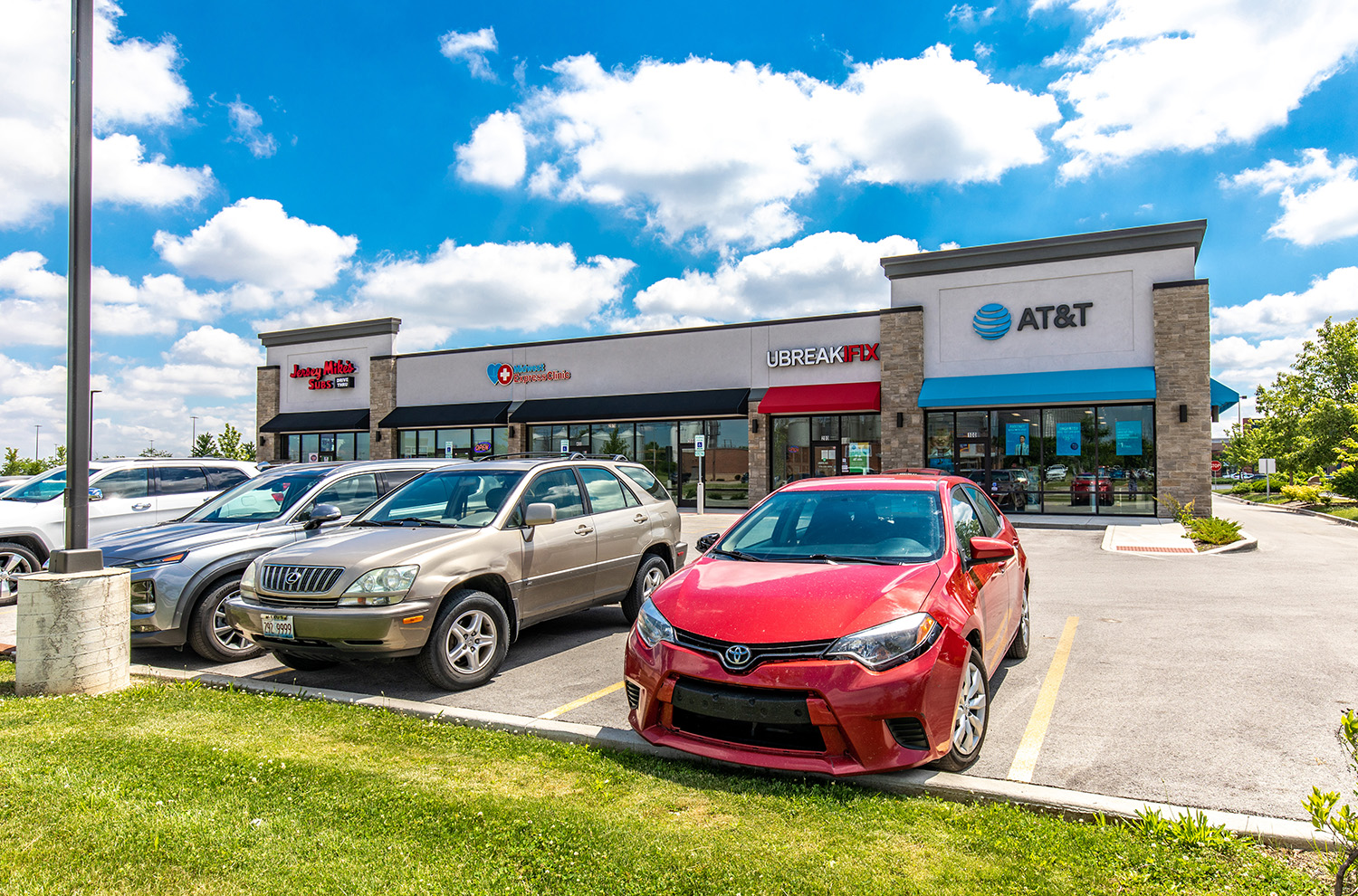 Hanley Investment Group Arranges Sale of Chicagoland Multi-Tenant Retail Pad at Walmart-Anchored Center for $4.4 Million