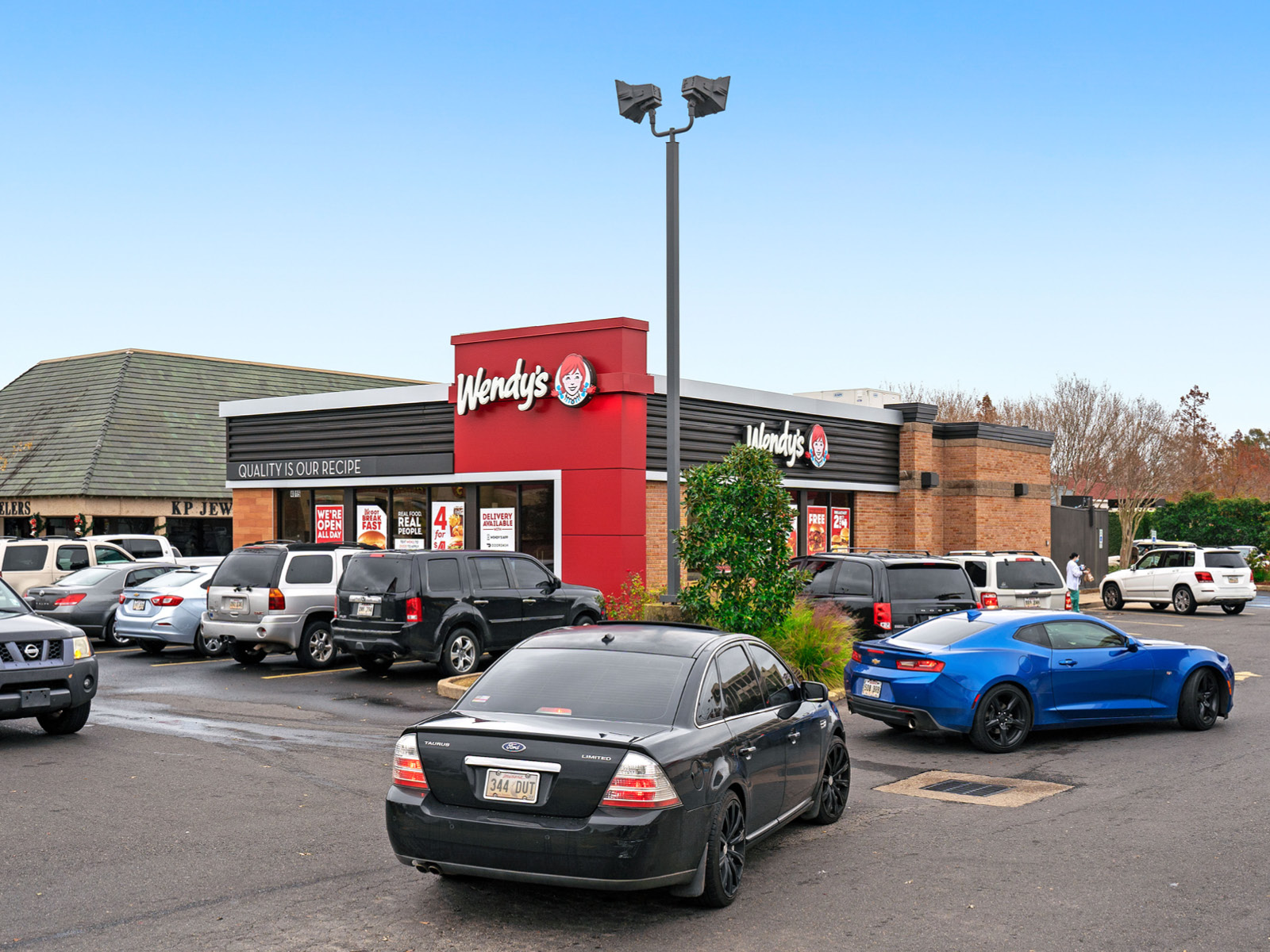 Hanley Investment Group Arranges Sale of Single-Tenant Wendy's Drive-Thru in Alexandria, La. to California Buyer