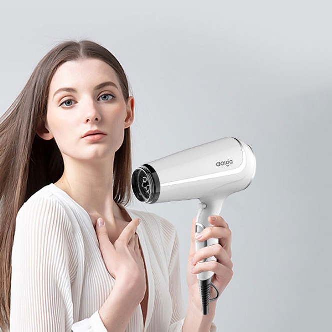 What Factors Should One Pay Attention To When Using A Hair Dryer