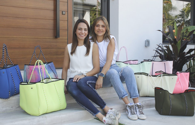 How to revolutionize the handbags and totes market offering unique prints and customization