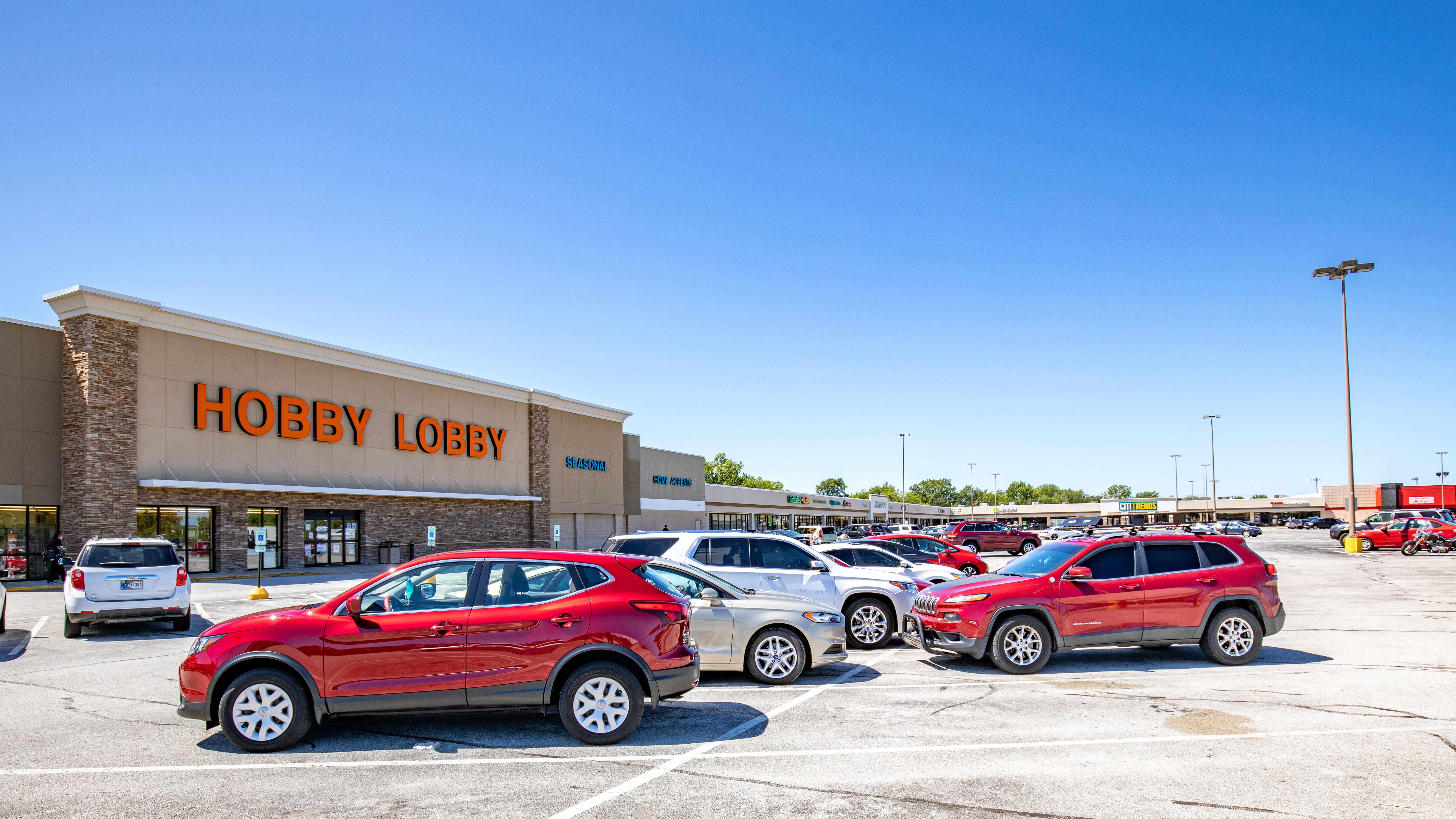 Hanley Investment Group Arranges Sale of Lake Park Plaza in Michigan City, Indiana on Behalf of RCG Ventures