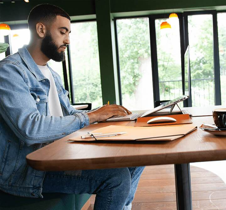 Newly Opened Hemsley Launches Its 3-In-1 MacBook Sleeve