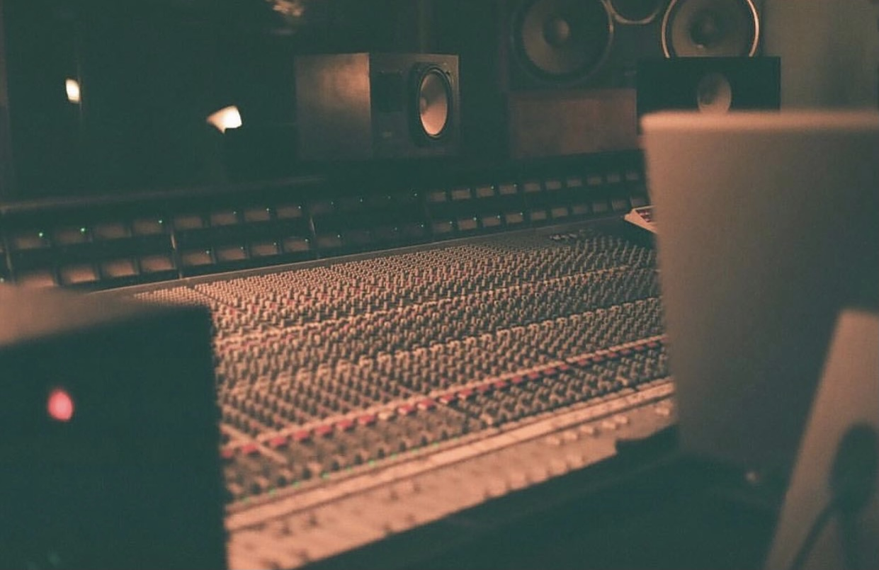Celebrity Musicians Flock to Arizona to Record Albums at the Saltmine Studio Oasis
