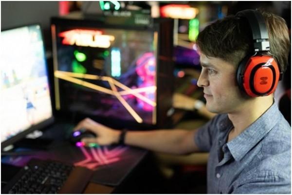 Zhock Audio present the world's first 4D vibration headphones th