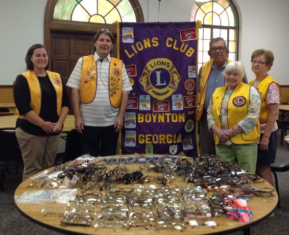 Randall Franks (second from left) join with fellow Lions in recycling eyeglasses.